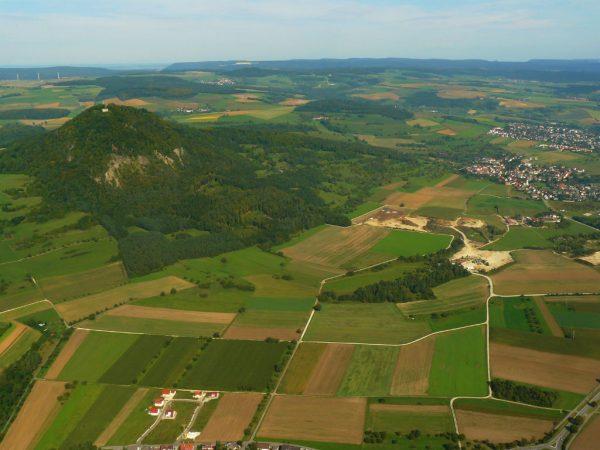 Luftaufnahme eines vor- und frühgeschichtlichen Siedlungsterrains - Copyright: Florian Blobel